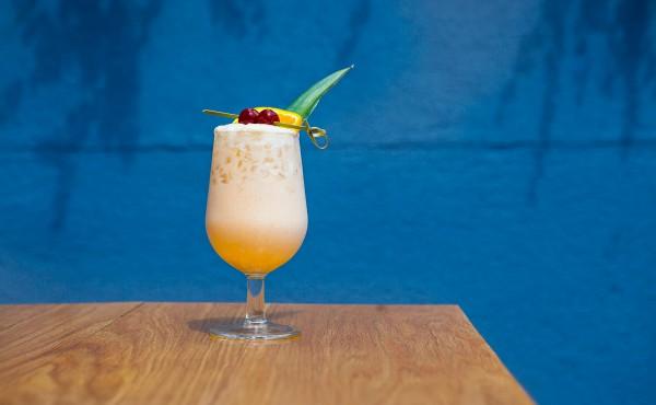Article-Pina-Colada-Pineapple-Coconut-Rum-Summer-Cocktail-Recipe